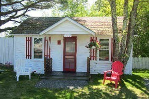 Rose Eden Cottages :: Close to all the attractions of Acadia, but away from the hustle and bustle. Pet-friendly cottages that are close to a public beach.