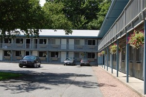 Anchorage Motel :: Located in the heart of of downtown Bar Harbor, and walking distance to the harbor, shopping, dining, & more! We have some of the lowest rates in Bar Harbor! Book today!