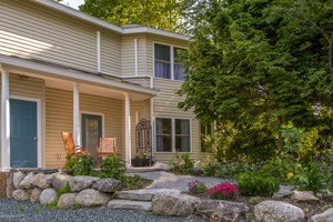 Ashe Cottage at Mira Monte Inn :: A true 'Old Style Victorian Cottage' located on 2 beautiful acres in downtown Bar Harbor. Ashe Cottage has 3 units, & s ideal for family vacations and small groups of friends!