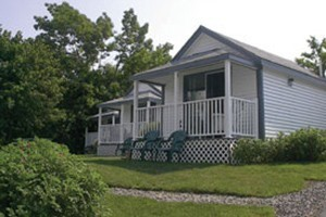 Tide Watch Cabins :: Five oceanfront, pet friendly cabins located 1/2 mile to entrance of Acadia National Park & 2 miles to downtown Bar Harbor. Available for nightly or weekly rental. Book today!