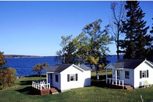 Acadia Waterfront :: Lodging on the waterfront near Acadia National Park. Choose from a variety of lodging options across Mount Desert Island, all with water access, and unobstructed ocean views!