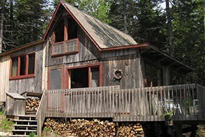 On the Quietside of Mt. Desert Island and Acadia :: Cottages vary in terms of size, luxury & location. Usually include a kitchen & often require a minimum stay of one week. Generally welcome children and pet friendly.