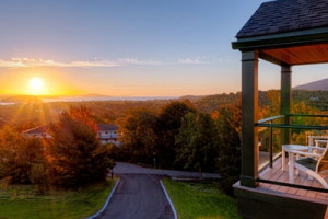 Hampton Inn Bar Harbor :: Offering stunning views of the ocean and mountains, Hampton Inn Bar Harbor is set in a private, secluded location, just a short walk from downtown Bar Harbor. Book for summer!