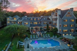 Balance Rock Inn :: Luxurious, premier oceanfront Hotel in downtown Bar Harbor overlooking Frenchman's Bay. Walk to restaurants, shops, & everything Bar Harbor has to offer! Book today!
