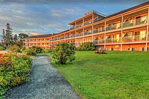 Bar Harbor Inn & Spa - waterfront views :: Waterfront Hotel & Spa overlooking Frenchman Bay near the heart of downtown Bar Harbor & Acadia National Park. Oceanfront lodging, spa, & dining with outstanding ocean views!
