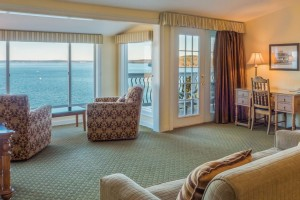 The Willows Oceanside Inn :: A Historic Inn originally built in 1913, just steps away from the ocean. 13 luxurious guest rooms and a deluxe penthouse with incredible views of Maine's scenic coast.