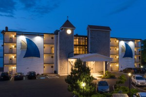 Atlantic Oceanside Hotel & Conference Center :: Situated on 12 oceanfront acres of Maine's rugged coastline, just 1 mile from Acadia National Park! Ocean view accommodations, modern amenities, & special vacation packages!