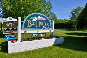 Bar Harbor Motel :: Conveniently located 1 mile from downtown Bar Harbor and beside Acadia National Park. AAA 3 Diamond rated! Outdoor pool and family friendly. Friendly, knowledgeable staff.