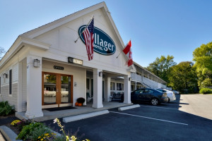 Bar Harbor Villager Motel – Downtown :: Best location in the heart of downtown Bar Harbor. 5 minute walk to shopping, restaurants, & the waterfront. Free WI-FI, parking, & continental breakfast. 2 miles to Acadia.