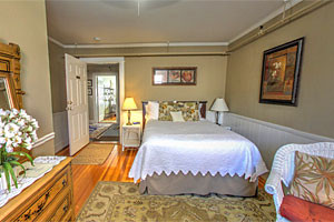 Cafe Drydock & Inn and Suites - Open Year Round