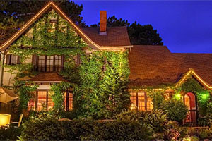 Ivy Manor Inn Bed & Breakfast :: A quaint English Tudor style Bed & Breakfast Inn, located in the heart of downtown Bar Harbor. Features 8 gorgeously-appointed guest rooms and daily breakfast.