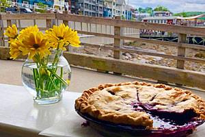 Sunrise Cafe - dining on the Marina